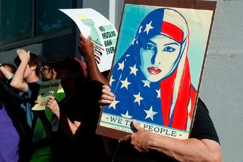 أبرزها مسلم برو.. تطبيقات إسلامية تزود الجيش الأميركي بتحركات مستخدميها