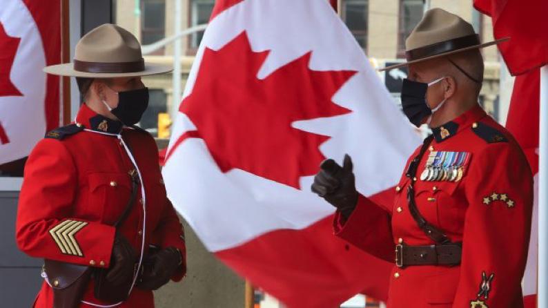 """تقريريشير إلى """"ثقافة سامّة"""" في صفوف الشرطة الملكيّة الكنديّة"""