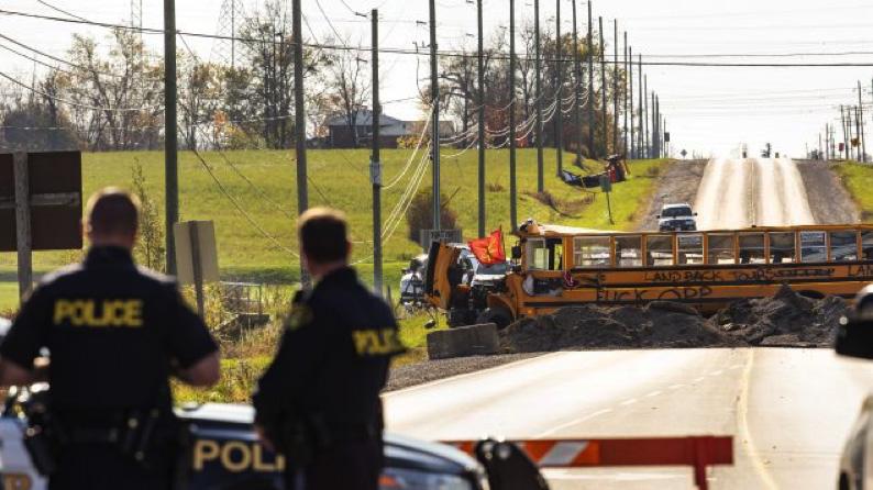 أونتاريو: استمرار التوتّر بين الشرطة والسكّان الأصليّين في كاليدونيا