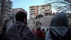 زلزال تركيا واليونان: استمرار البحث عن ناجين وسط الحطام