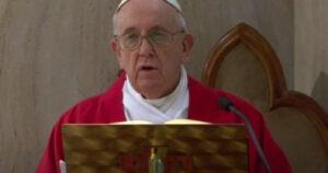 """البابا فرنسيس بـ""""يوم العنف ضد المرأة"""": يتعرضن لسوء المعاملة والاغتصاب"""