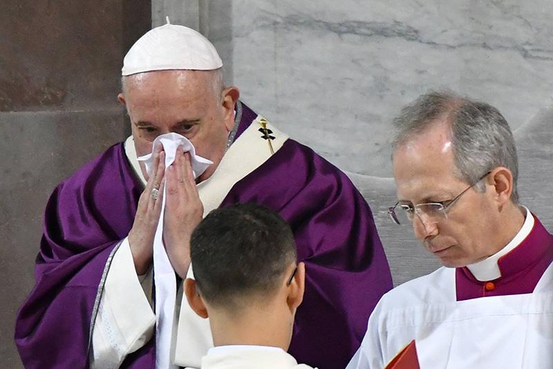 "You are currently viewing كورونا يتسلل إلى الفاتيكان.. مصدر لـ""رويترز"": إصابة 2 من الكرادلة"