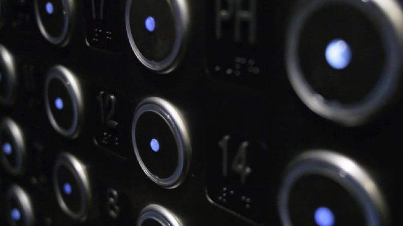 You are currently viewing كوفيد-19: الكشف عن زرّ مصعد مضادّ للبكتيريا في عزّ الجائحة