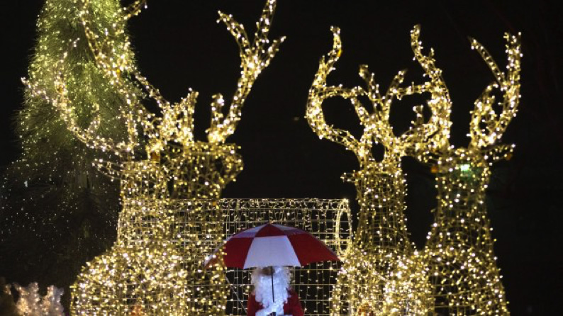 وزير النقل الكندي مارك غارنو يسمح بتحليق بابا نويل في الأجواء الكنديّة
